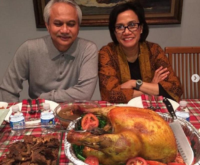 https: img.okezone.com content 2020 11 26 320 2316975 sri-mulyani-kenang-thanksgiving-6-tahun-silam-pajang-foto-nginem-didapur-PyfgBzdhB1.jpg