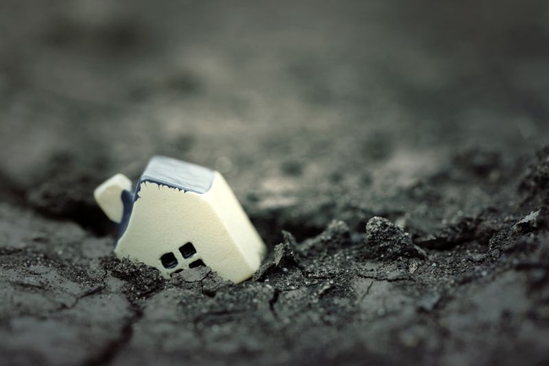 https: img.okezone.com content 2020 11 26 337 2316300 peristiwa-26-november-gempa-bumi-di-tanah-papua-tewaskan-puluhan-jiwa-BGaQDEw7RQ.jpg