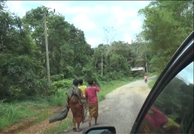 https: img.okezone.com content 2020 11 26 340 2316912 takut-covid-19-suku-anak-dalam-berbondong-kembali-ke-hutan-fsIrsINOw3.JPG
