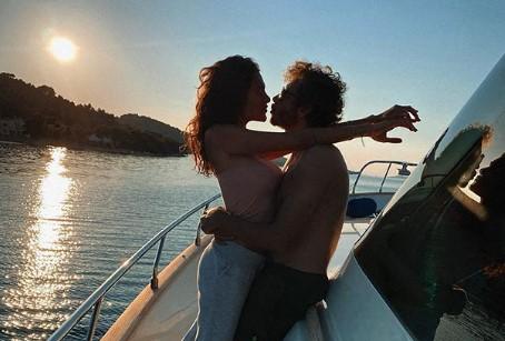 https: img.okezone.com content 2020 11 26 38 2316900 5-mantan-pacar-valentino-rossi-mana-yang-paling-cantik-1yOXgQwQ52.jpg