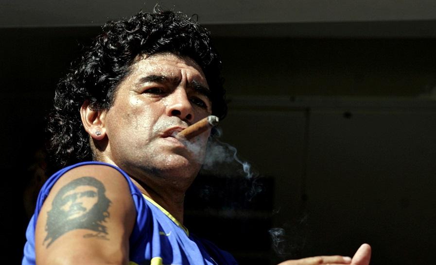 https: img.okezone.com content 2020 11 26 51 2316276 diego-maradona-akrab-dengan-kontroversi-U4NwIYpjaZ.jpg