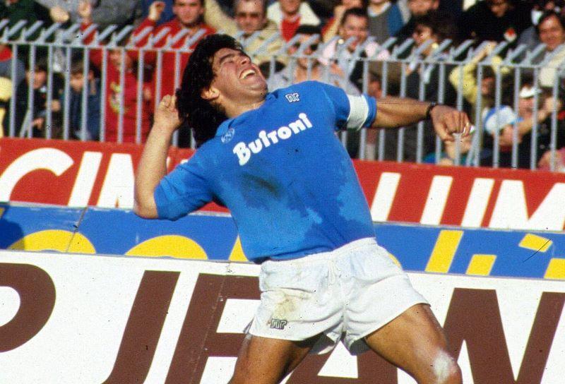https: img.okezone.com content 2020 11 26 51 2316277 diego-maradona-meninggal-dunia-napoli-tak-bisa-berkata-dan-hanya-menangis-GW3VVmheiC.jpg