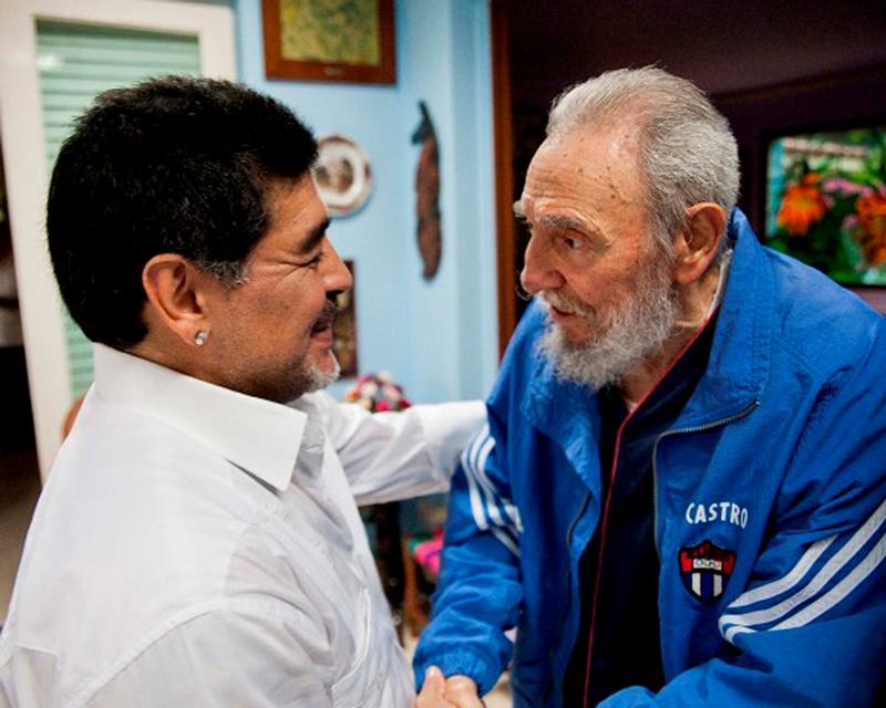 https: img.okezone.com content 2020 11 26 51 2316478 eratnya-persahabatan-diego-maradona-dan-fidel-castro-4jaCLV8vHS.JPG