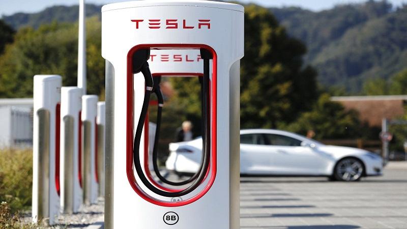 Perluas Penjualan, Tesla Akan Produksi Charger Mobil Listrik di China    : Burkelandya Otomotif