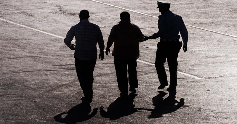 https: img.okezone.com content 2020 11 26 609 2316617 kerap-pakai-seragam-polisi-agar-terlihat-keren-saat-live-medsos-pria-ini-ditangkap-N5WAhxam0n.jpg