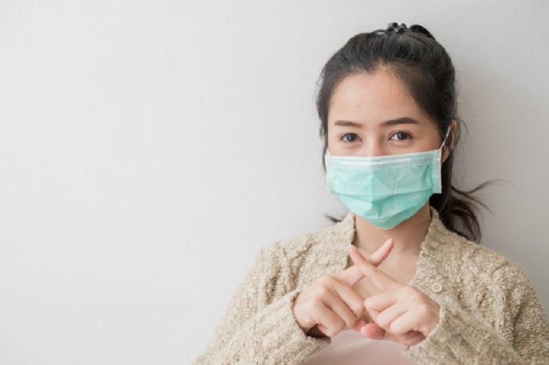 https: img.okezone.com content 2020 11 26 620 2316682 cegah-covid-19-pakai-masker-bisa-sebabkan-masalah-kesehatan-lain-yG6mT28x8D.jpg