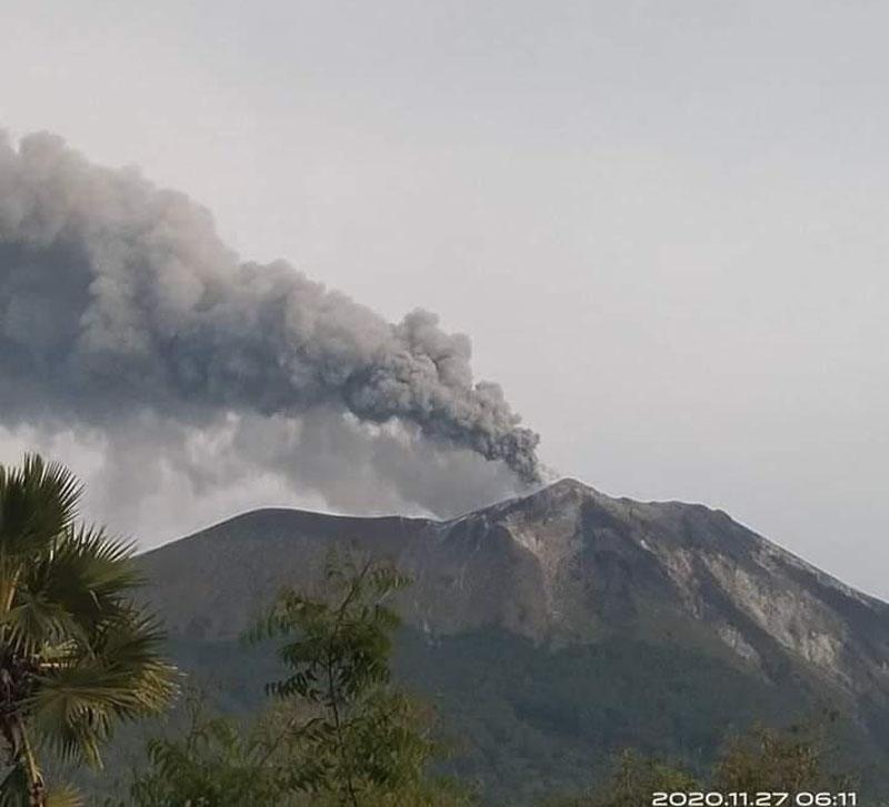 https: img.okezone.com content 2020 11 27 340 2317226 gunung-ile-ape-erupsi-warga-diminta-waspada-j2I3gSyKiU.jpg