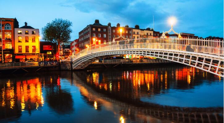 https: img.okezone.com content 2020 11 27 406 2317437 lockdown-berakhir-restoran-dan-pub-di-irlandia-kembali-buka-2jHkI24QM3.jpg