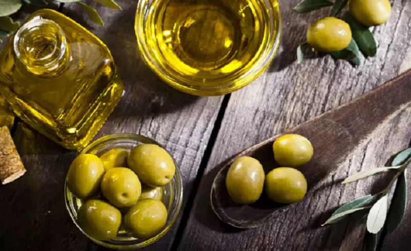 https: img.okezone.com content 2020 11 27 481 2317518 rendah-kolesterol-ketahui-manfaat-mengonsumsi-zaitun-DrzrGddF1u.jpg