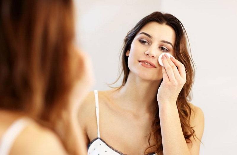 https: img.okezone.com content 2020 11 27 611 2317353 beautypedia-apa-itu-micellar-water-EGK8JTViGp.jpg