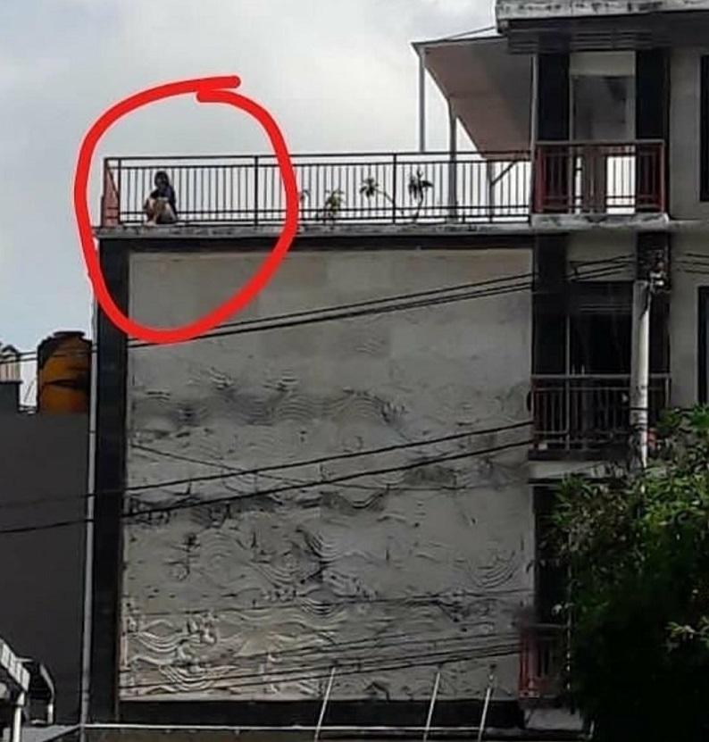 https: img.okezone.com content 2020 11 28 244 2318045 tertangkap-kamera-ini-penampakan-selebgram-cantik-sebelum-bunuh-diri-15HSkO3YtB.jpg