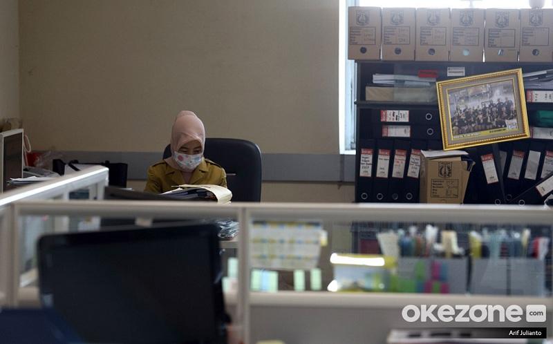 https: img.okezone.com content 2020 11 28 320 2317983 pensiunan-pns-dapat-rezeki-nomplok-di-akhir-tahun-ini-syarat-dan-cara-pencairannya-yV65BjgHHP.jpg