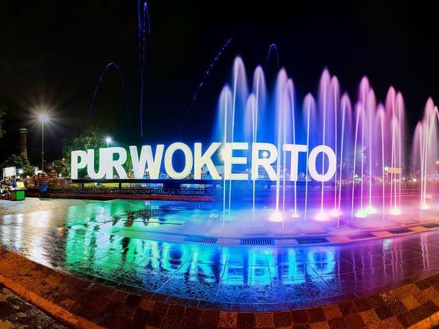 https: img.okezone.com content 2020 11 28 408 2317896 deretan-tempat-wisata-di-purwokerto-museum-bri-hingga-taman-satria-n0RpycVOLx.jpg