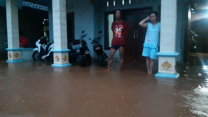 https: img.okezone.com content 2020 11 29 519 2318455 hujan-deras-landa-bojonegoro-selatan-5-kecamatan-kebanjiran-LgOjREAwWD.jpg