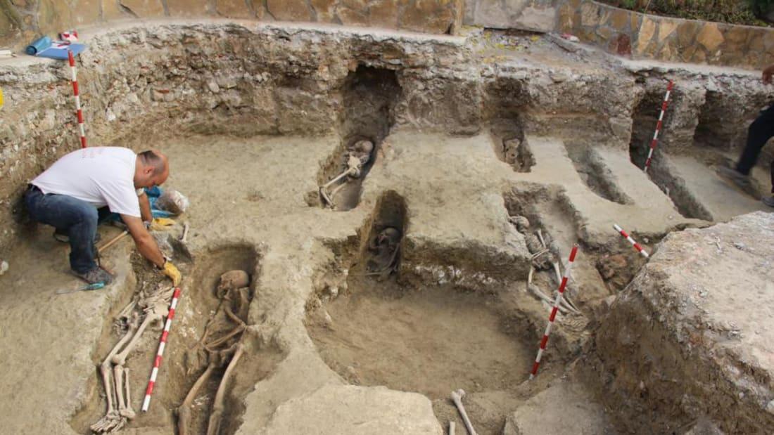 https: img.okezone.com content 2020 11 30 18 2318707 arkeolog-temukan-4-500-jenazah-berusia-lebih-dari-1-000-tahun-toArJWVNNa.jpg