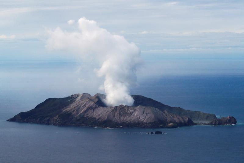 https: img.okezone.com content 2020 11 30 18 2318885 selandia-baru-tuntut-13-pihak-terkait-tragedi-gunung-berapi-white-island-Jgmik5pTdW.jpg