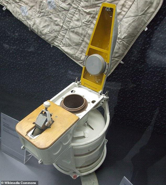 https: img.okezone.com content 2020 11 30 18 2319006 wow-satu-toilet-di-ruang-angkasa-seharga-rp268-miliar-xnbRLokHsp.jpg