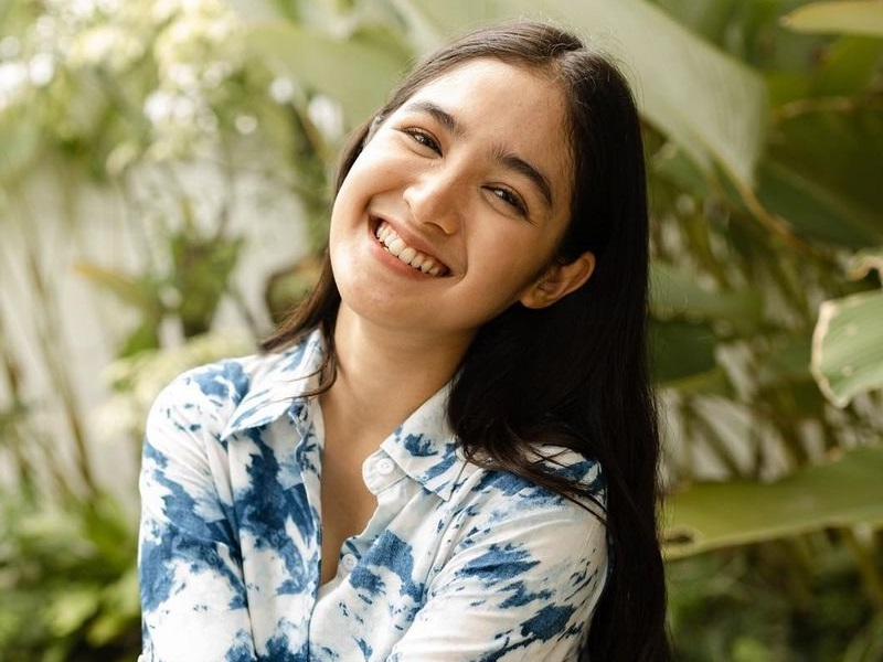 https: img.okezone.com content 2020 11 30 194 2318600 5-potret-cantik-cut-syifa-aktris-berdarah-aceh-yang-memesona-ikzjaVoWkF.jpg