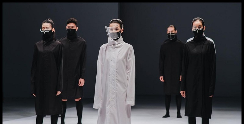 https: img.okezone.com content 2020 11 30 194 2318817 jakarta-fashion-week-2021-rinaldy-yunardi-pamerkan-8-masker-dan-face-shield-futuristis-V04oZbzb6A.jpg