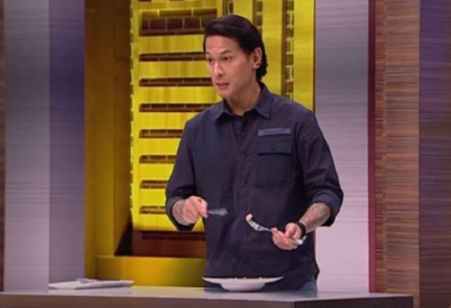 https: img.okezone.com content 2020 11 30 298 2318665 chef-juna-masak-kepiting-soka-yuk-ketahui-kandungan-kalorinya-GqPFm8y8Wj.jpg