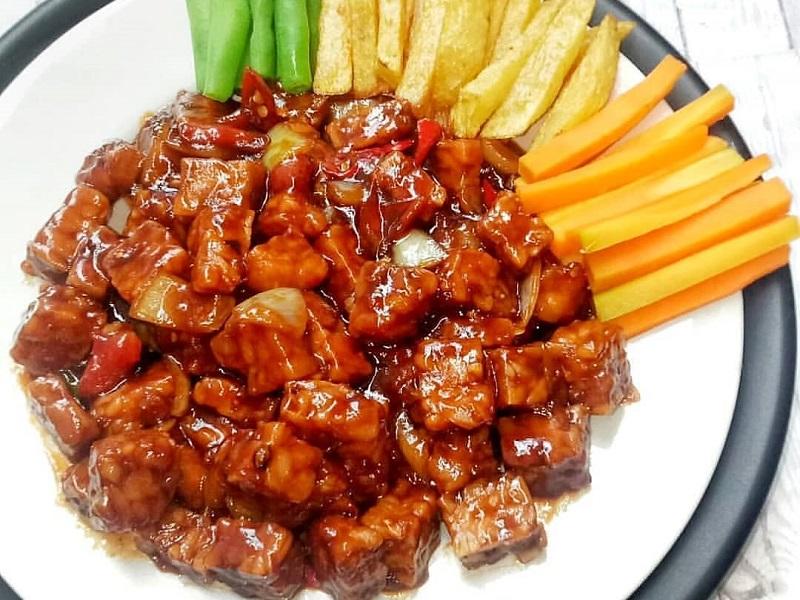 https: img.okezone.com content 2020 11 30 298 2319065 bistik-tempe-hidangan-lezat-bagi-kamu-yang-diet-BqnrctEecg.jpg