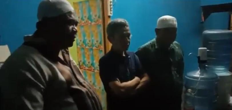 https: img.okezone.com content 2020 11 30 340 2318754 tim-puma-polres-lombok-barat-bekuk-oknum-ustadz-pengedar-narkoba-z5V36yohSh.png