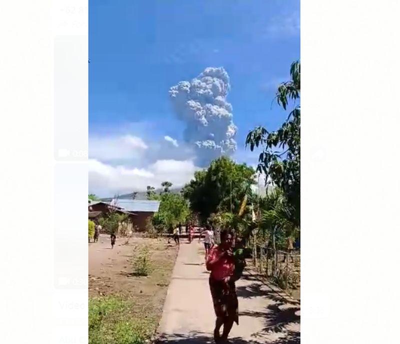 https: img.okezone.com content 2020 11 30 340 2318857 lebih-4-000-warga-dievakuasi-pascaerupsi-gunung-ili-lewotolok-Jf77TEvilp.jpg