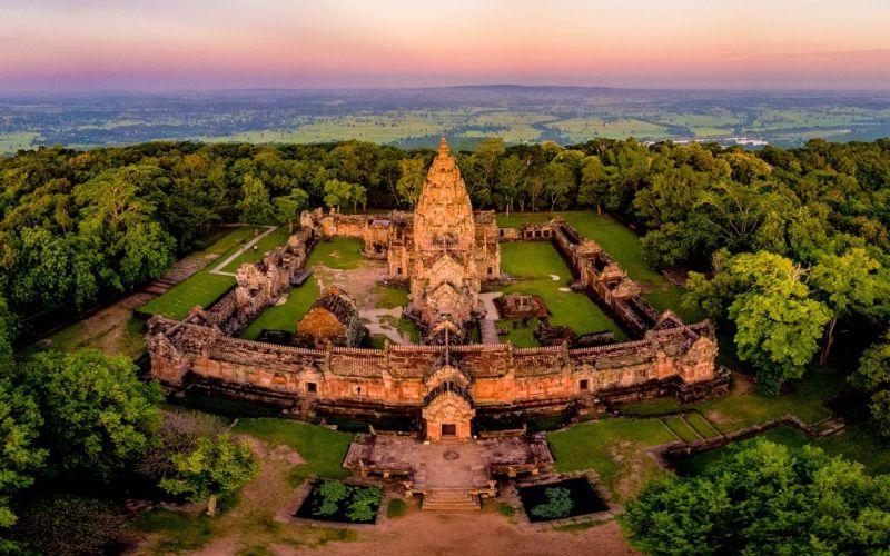 https: img.okezone.com content 2020 11 30 408 2318903 heboh-foto-syur-selir-kerajaan-yuk-lihat-istana-istana-unik-di-thailand-NeM7JeTQII.jpg