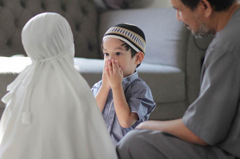 https: img.okezone.com content 2020 11 30 614 2319042 suami-panggil-istri-dengan-sebutan-umi-apakah-dibolehkan-dalam-islam-YW4wAbTYr8.jpg