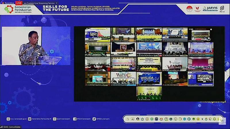 https: img.okezone.com content 2020 11 30 65 2318583 517-wisudawan-poltek-app-jakarta-siap-bangkitkan-industri-nasional-1pIot1xa8r.jpg