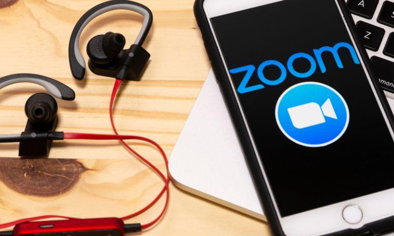 https: img.okezone.com content 2020 12 01 278 2319235 pendapatan-zoom-tembus-rp10-9-triliun-eric-yuan-untung-besar-aI36FU77js.jpg