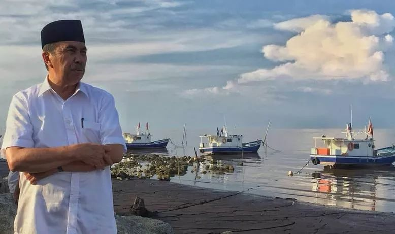https: img.okezone.com content 2020 12 01 340 2319399 gubernur-riau-syamsuar-positif-covid-19-MB4wggtPKk.jpg