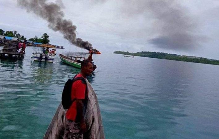 https: img.okezone.com content 2020 12 01 340 2319829 speedboat-rombongan-kpu-raja-ampat-terbakar-2-terluka-7JCQG527IO.jpg