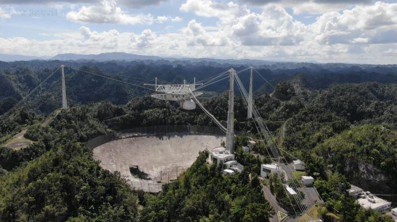 https: img.okezone.com content 2020 12 02 18 2320458 pernah-tampil-di-film-james-bond-teleskop-terbesar-di-dunia-ambruk-jXWx5RUpPF.JPG