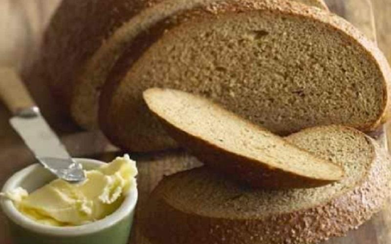 https: img.okezone.com content 2020 12 02 298 2320114 roti-tawar-cokelat-vs-roti-tawar-putih-mana-yang-lebih-sehat-9C1EUxwB6q.jpg