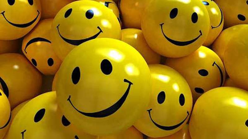 https: img.okezone.com content 2020 12 02 330 2320053 senyum-itu-sedekah-paling-mudah-berikut-ini-5-faedahnya-bDBmFkQi0l.jpg