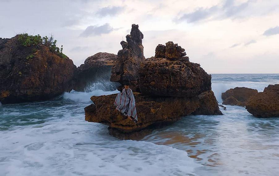 https: img.okezone.com content 2020 12 02 408 2320571 kondang-merak-pantai-dengan-pesona-menggoda-di-malang-selatan-amNYYzyJnS.JPG