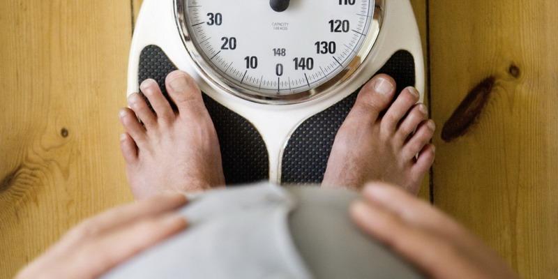 https: img.okezone.com content 2020 12 02 481 2320162 makan-berlebihan-dalam-satu-waktu-berapa-banyak-berat-badan-bertambah-cscMENokvG.jpg