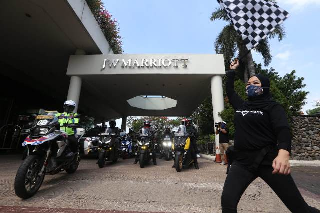 https: img.okezone.com content 2020 12 02 612 2319921 puluhan-riders-ikuti-road-trip-protocol-chse-big-max-indonesia-gKGayJ97C6.jpg
