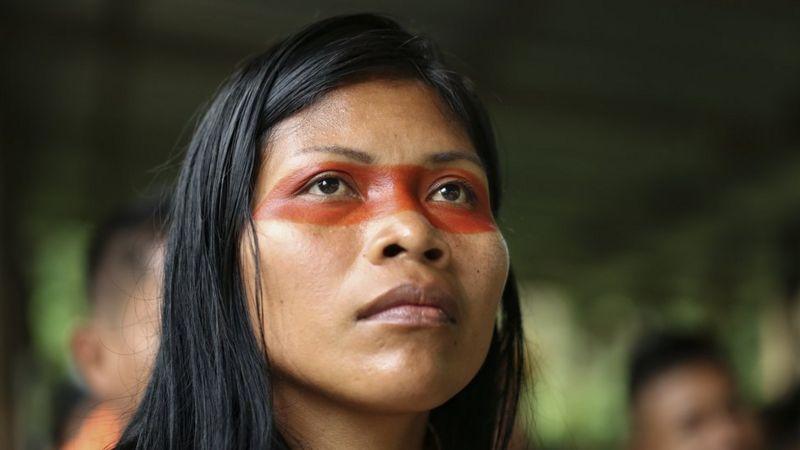 https: img.okezone.com content 2020 12 03 18 2320648 perempuan-ini-pahlawan-lingkungan-amazon-lindungi-500-000-hektare-hutan-dari-pengeboran-minyak-fMBNtk7bEf.jpg
