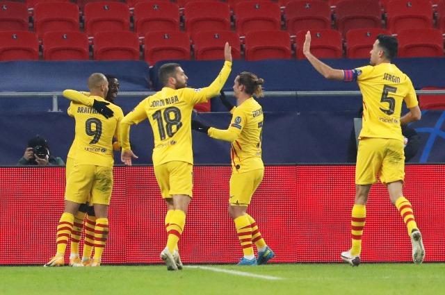 https: img.okezone.com content 2020 12 03 261 2321137 lenglet-semua-pemain-barcelona-terlibat-dalam-kemenangan-atas-ferencvaros-od8YdV1SNw.JPG