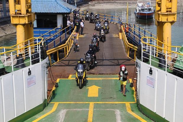 https: img.okezone.com content 2020 12 03 340 2321292 road-trip-protocol-mister-aladin-lanjutkan-perjalanan-ke-lombok-0Rjh5guWxd.jpg