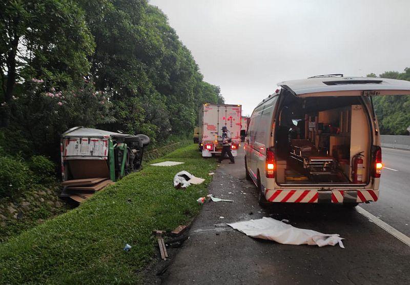 https: img.okezone.com content 2020 12 03 525 2320781 4-kendaraan-terlibat-kecelakaan-di-tol-cipularang-1-meninggal-0LsAXaT1kd.jpg
