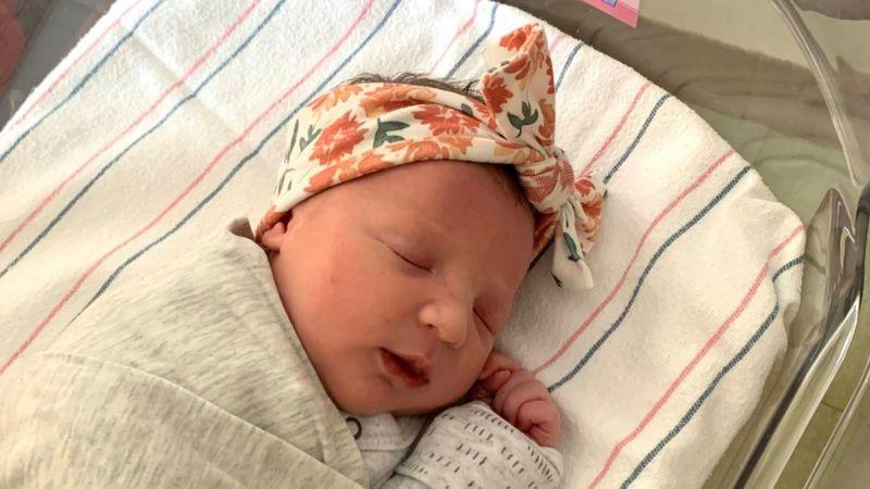 https: img.okezone.com content 2020 12 04 18 2321370 pecah-rekor-bayi-perempuan-lahir-dari-embrio-yang-diciptakan-27-tahun-lalu-mCU9UtCtRg.jpg