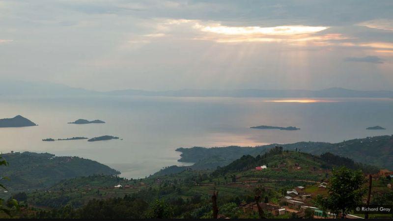 https: img.okezone.com content 2020 12 04 18 2321378 bahaya-danau-di-afrika-berisiko-meledak-Nocn4aDjPB.png