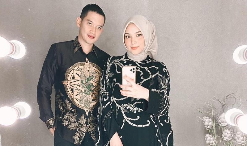 https: img.okezone.com content 2020 12 04 33 2321470 citra-kirana-pasang-foto-lama-tak-pakai-hijab-netizen-komplain-T1Gxvwinyt.jpg