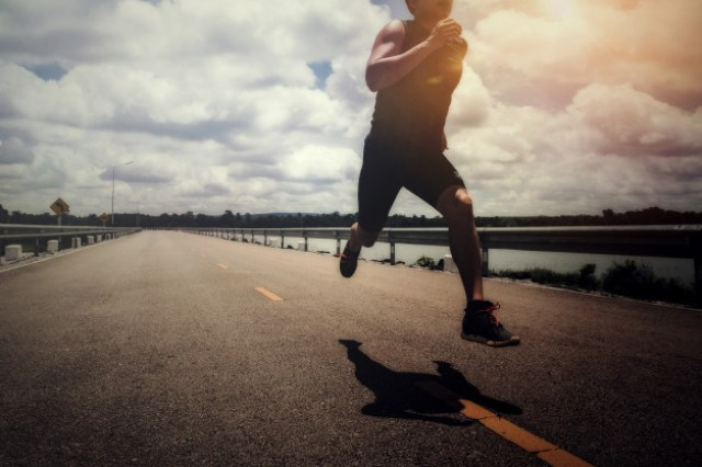 https: img.okezone.com content 2020 12 04 481 2321939 wow-ternyata-kafein-bisa-dongkrak-kinerja-tubuh-saat-olahraga-eMhMIxAk03.jpg