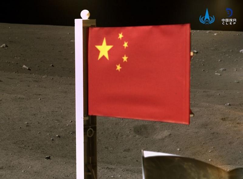 https: img.okezone.com content 2020 12 05 18 2322060 china-jadi-negara-kedua-yang-tancapkan-bendera-di-bulan-5MAVES9Fjw.jpg