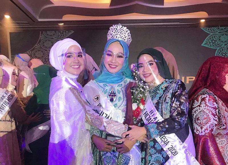 https: img.okezone.com content 2020 12 05 194 2322281 sisihkan-49-finalis-auliya-fajriyati-raih-gelar-putri-hijab-indonesia-2020-L1Bu14qTz6.jpg