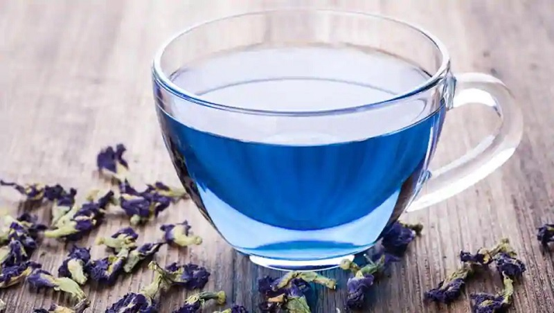 https: img.okezone.com content 2020 12 05 481 2322080 5-manfaat-minum-teh-teh-bunga-telang-untuk-kesehatan-Vbiks7jFgC.jpg